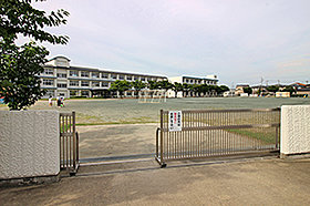 中畑小学校 (約1,060m:徒歩14分)