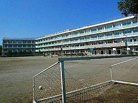 上新井小学校まで760m(徒歩10分)