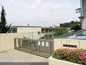 所沢市立小手指中学校まで徒歩13分(1019m)