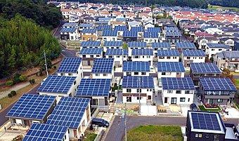 見てください。屋根にびっしり太陽光パネル!これだけ載せるから売電で稼げるんです!!