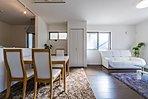 【1号棟】モデルハウスには家具を配置して具体的に生活をイメージしたり、部屋の大きさが分かりやすいようにしてあります。