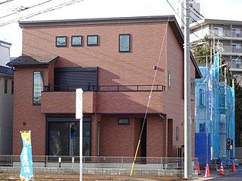 外壁材も建物の形もお好みに合わせて自由自在。こだわりの外観にすれば家を外から眺めてうっとりできます。