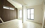 内観写真 1階ホールの床材は大理石調を使い、高級感をかもしだしました。