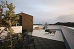 屋上のあるマイホーム生活をご提案します。空に近いあなただけの+1リビング。屋根と同等価格で実現しました。1,168万円より