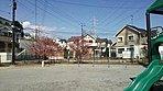 街区内には幼稚園バス待合場所にもなっている公園も併設