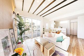 東武東上線「志木」駅徒歩16分。ハワイアンリゾートの心地よさが生まれる全7邸。