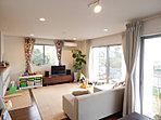 横浜建物のセミオーダー住宅は、建物の外観はもちろんの事、クロスやフローリング、建具などの内装まで豊富なパターンからご家族の好みにあった、こだわりの住まいをつくることが出来ます。