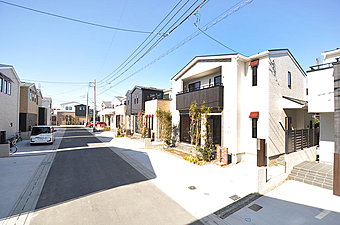 街並み完成予想図 赤い庇が印象的な、あたたかな街並みです。