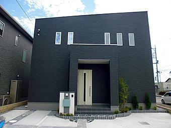 <9号棟/2016年6月撮影> 外からの視界を効果的に遮り、家全体のプライバシーも確保する設計 光と風を取り込み、安心感と落ち着きのある暮らしをお届けします