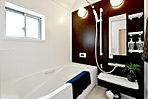 <浴室施工例> 乾きやすい床・ゴミキャッチャー付き排水口付で毎日のお手入れもラクラク 「エコベンチ浴槽」の節水タイプ