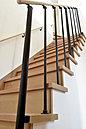 <施工例>インテリアの一部としても楽しめるスタイリッシュな階段 リビングから2階をつなぐ導線は「ただいま」、「おかえりなさい」がいつでも届く優しい設計 元気な声が響きわたりそうです