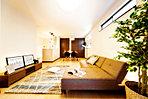 LDK3箇所にガス温水床暖房「ヌック」が標準装備。空気を汚さず、赤外線効果でお部屋全体をやさしく暖める体にやさしい快適な設備です。(10号地モデルハウス)
