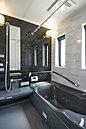 保温性の高い浴室には暖房乾燥機付きです。物干しも完備してあるので雨の日も安心です