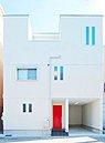 プライベートな空間と生活感の無い、スッキリとした空間をしっかり分けることで 片付けやすく、生活しやすい家を目指しました。 生活感のある部分が見えないよう設計されたLDKは、急な来客時にも安心です。/モ