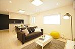 LDKは生活感のある部分が見えないように設計され スッキリとしたスタイリッシュな空間を演出。/モデルハウス「生活をセパレートする家」