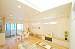 調湿デザインタイルの「エコカラット」や「無垢材フロア」を使った、健康的でココチイイ家。/当社施工事例