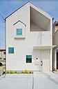 「猫と緑と共生する家」ついに完成しました!白を基調としたシンプルな外観は青空によく映えます。綺麗なお花や好きな植物を育てて家の外観もグッとオシャレに。/コンセプトハウス