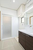 収納スペースもたくさんある洗面所