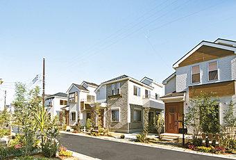 現地街並:第一種低層住居専用地域ならではのゆとりある街並(平成27年12月撮影)