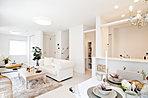 リビングダイニング:LDKで20畳以上の広さを実現。床暖房、Low-e複層ガラスが快適性を高めます(平成28年4月撮影)