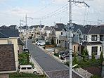タウン内の道幅がゆったり5.4m超!6つの公園のある子育てにやさしい街づくり。(現地にて撮影)