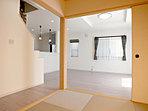 リビングと続きの和室は独立させたり開放したり状況に応じた使いかたで重宝する空間です。