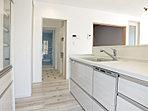 キッチンから直線で洗面室と浴室を結ぶ動線で、慌しい朝のお弁当作りや身支度もスムーズに。