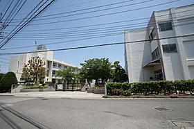 豊春小学校・・・890m