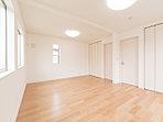 10帖のゆとりある主寝室として、間仕切りを入れて5帖×2部屋の子供部屋として、さまざまに使うことが出来ます。