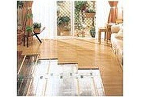 足もとからお部屋全体を暖める心地よい床暖房※施工例写真