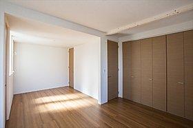 主寝室と洋室を併せて12.5帖の広々空間(施工例写真)