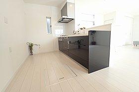 タッチレス水洗ナビッシュ、食洗機、ガラストップコンロ標準装備
