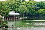 【清澄庭園】…1,270m 泉水、築山、枯山水を主体とした回遊式林泉庭園。庭園西側に隣接する地は清澄公園として開放されています。