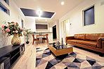 【現地写真】開放感のあるリビング・家具付デザイン住宅