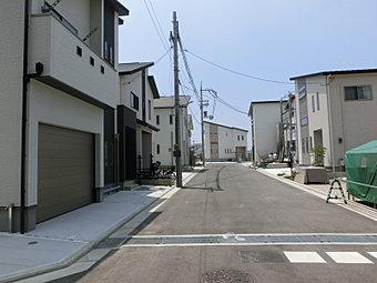 現地町並み「全20区画」全区画土地面積120m2以上と「ゆとり」があり建物間の圧迫感が無い分譲地です。