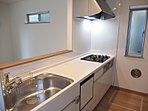 【現地キッチン】開放的なオープンキッチンです