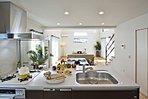 【施工例】広々とした対面フルオープンキッチン。リビングまで見渡すことができます。