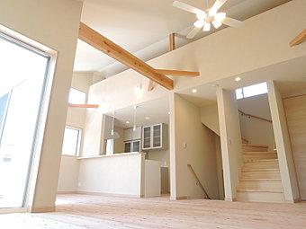 良質な空気に包まれた「きれいな空気の家」。違いは、家の香りからもすぐに感じていただけます。更に耐震・制振構造。安心・健康・快適に暮らしてみませんか。