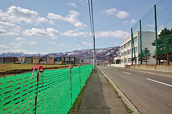 ●子育て安心の住環境です。小学校まで徒歩1分、中学校まで徒歩20分(造成前)