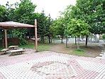 ●平岡南公園:徒歩14分(900m)