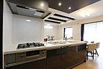 2階主寝室はウォークインクローゼット付きなので、居室スペースを広々お使いいただけます (No.F)
