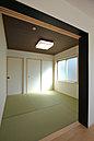 LDKとつながる和室! 普段はお子様の遊び場や家事スペースとして、来客時は客間として使用できます (No.3)