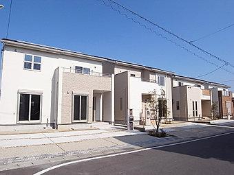 リビングと続き間になる南向き和室、2階にワイドなバルコニーのある家 (No.8)