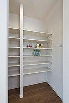 食品やキッチン用品などの収納に便利なパントリー(参考写真)
