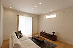 2面採光で明るいリビング・ダイニングは、お部屋を足元からそっと暖める床暖房付きです (No.2-12)