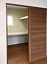 LDKとつながる和室! 普段はお子様の遊び場や家事スペースとして、来客時は客間として使用できます (No.11)