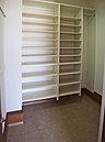 土間続きの玄関収納は、靴の他にもアウトドア用品の収納など用途いろいろ (No.1)