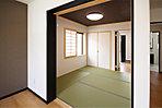 リビングとつながる和室は、お子様の遊び場や来客時のお部屋としても使えます (No.4)