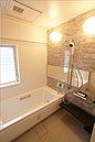 浴室 TOTO サザナ ほっカラリ床、エアインシャワー、魔法瓶浴槽。