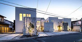 プロの建築家による暮らしの個性をデザインした新しい邸宅がここに誕生いたしました。